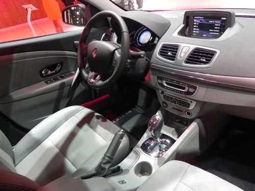 Nova-Renault-Duster-Oroch-2016-interior