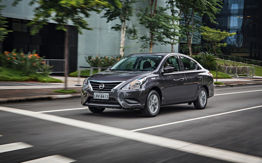 Nissan Versa ou Toyota Etios 2017 - avaliação