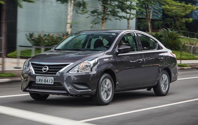 Nissan Versa ou Toyota Etios 2017 - Comparativo
