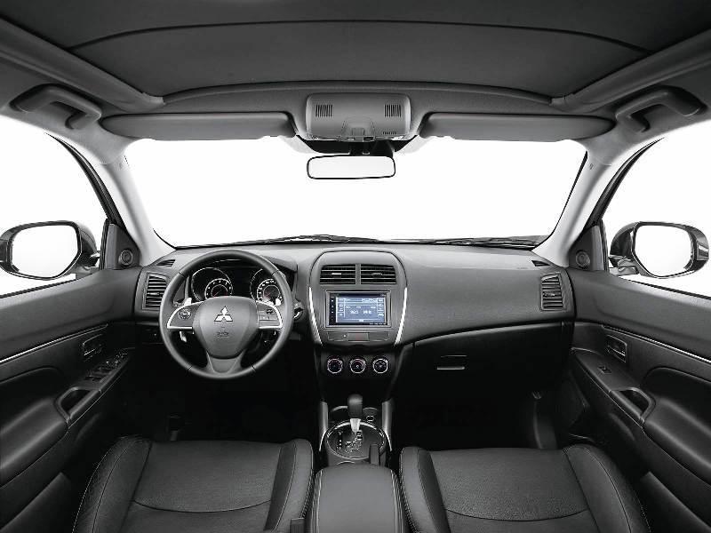 Mitsubishi ASX 2017 - espaço interno